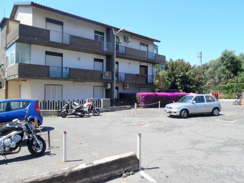2 vani con posto auto in residence ad Aci Castello