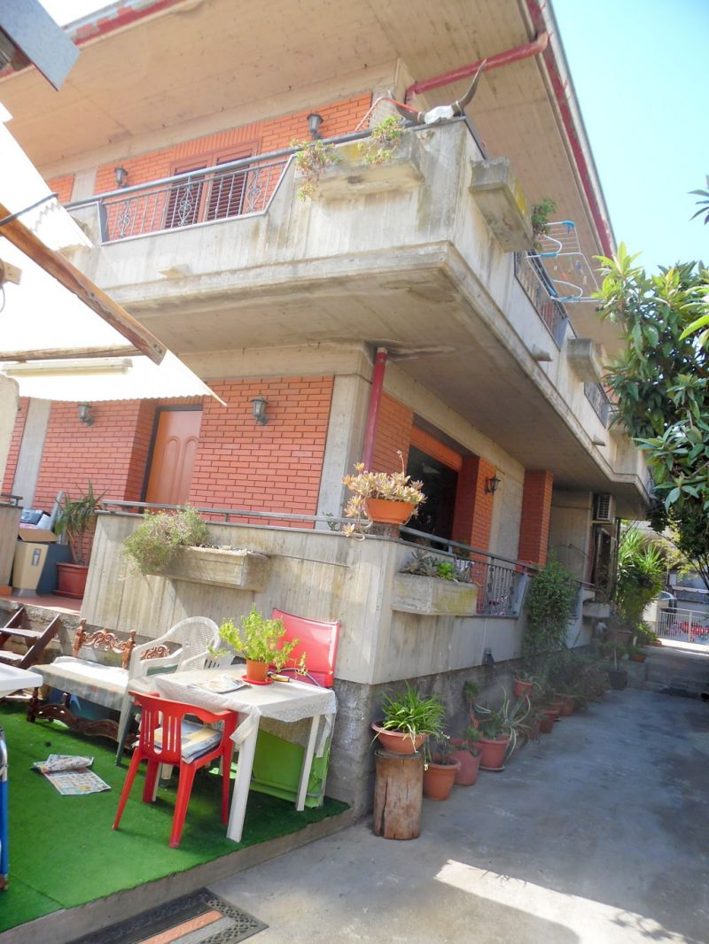casa indipendente bilivelli,Poggio Del Lupo/zona Etna Bar